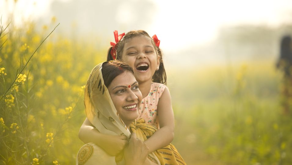 Indische Mutter mit Tochter