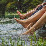 Kühles Wasser gegen Wassereinlagerungen bei Hitze