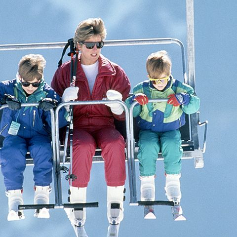 Sechs Jahre später sind 1991 im österreichischen Lech auch ihre Söhne William und Harry mit dabei.