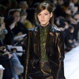 Das Lederhemd glänzt in diesem Herbst in einem dunklen Tannengrün