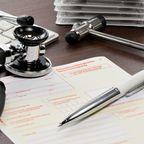 Stethoskop Kugelschreiber Zettel