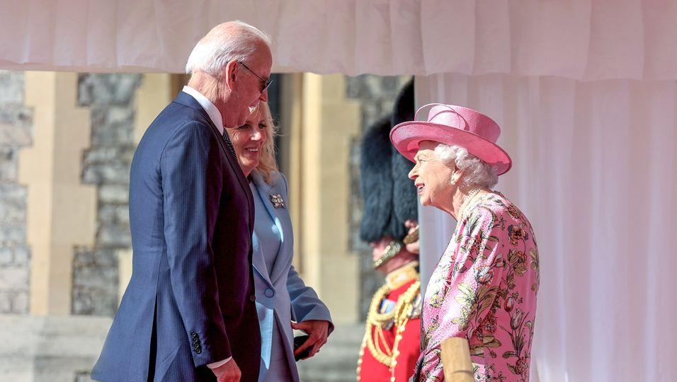 Herzlicher Empfang: Hier begrüßt sie die Bidens auf Schloss Windsor