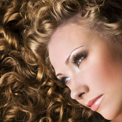 Haarpflege - Locken pflegen: So bleibt die Sprungkraft erhalten
