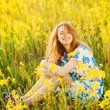 Frau mit Frühlingskleid