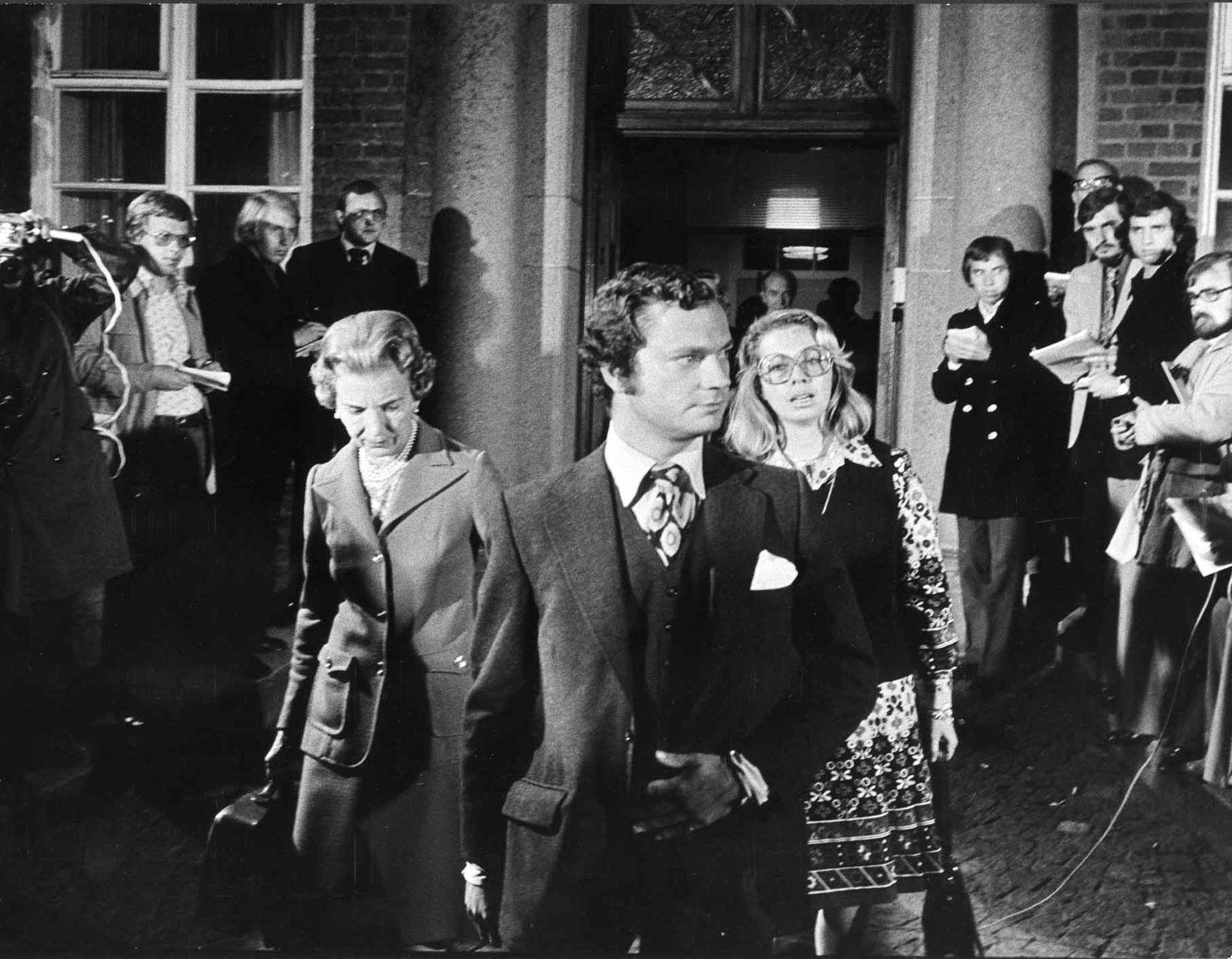Carl Gustaf von Schweden am 15. September 1973 beim Verlassen des Krankenhauses