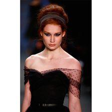 Jana Heinisch macht eine gute Figur auf dem Lausteg von Modeschöpferin Lena Hoschek.
