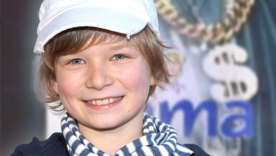 """15 Jahre nach der """"Rama""""-Werbung: So sieht der Junge mit den vielen Halsketten heute aus"""