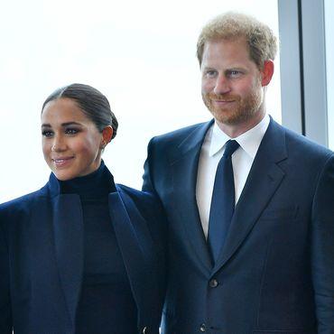 Prinz Harry & Herzogin Meghan: Zärtlichkeiten in schwindelerregender Höhe: Beim Comeback weicht er nicht von ihrer Seite
