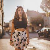 Frau mit sommerlicher Kleidung