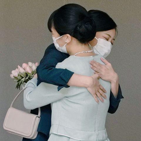Mako von Japan: Warum diese Umarmung uns das Herz bricht