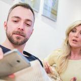 «Jetzt schaut der schon wieder nach der neuesten Nachricht.» Smartphone-Dauergucken kann das Leben und die Beziehung ganz schön beanspruchen.