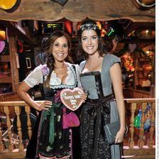 Moderatorin Karen Webb und Model Marie Nasemann kamen zur Thomas Sabo Wiesn in Käfers Wiesn Schänke.