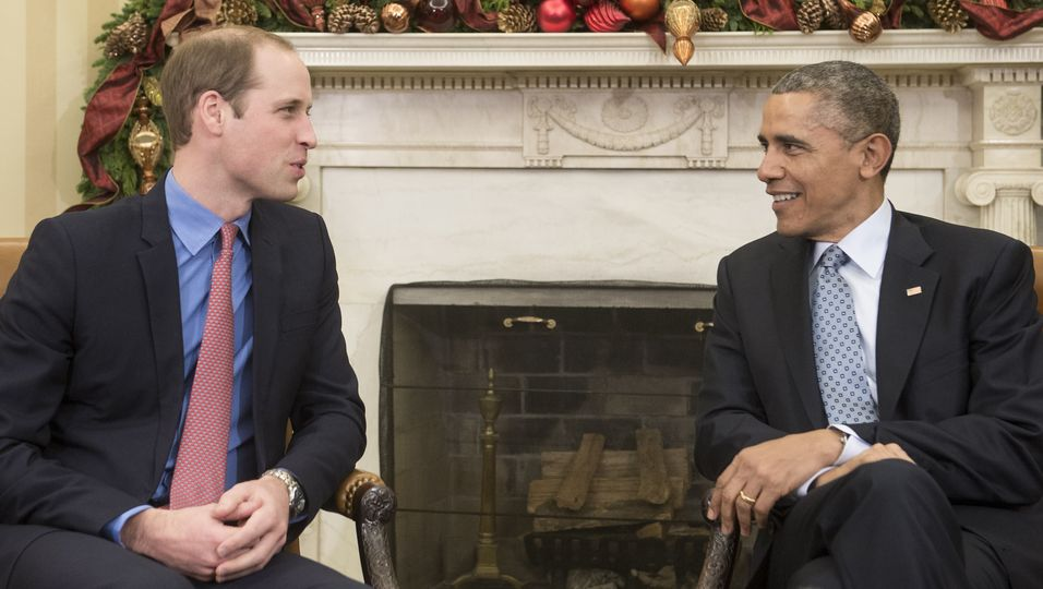 Prinz William im Baby-Talk mit Barack Obama. Weiterklicken: Später besuchte er mit Kate ein Basketballspiel.