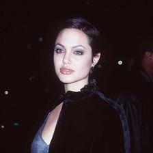 Angelina Jolie war schon immer ein Hingucker mit mysteriöser Ausstrahlung