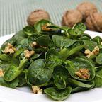 Feldsalat mit Walnüssen | Herbstlicher Salat