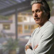 """""""Die Brady Familie""""-Star Gary Cole: Gläserne Wände und ein großer Pool: Das alles gehört jetzt ihm"""