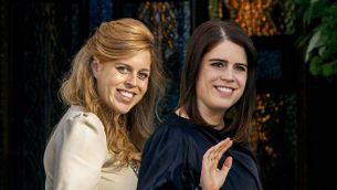 Eugenie und Beatrice von York strahlen bei der Hochzeit um die Wette