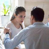 Eltern streiten vor ihrem Sohn