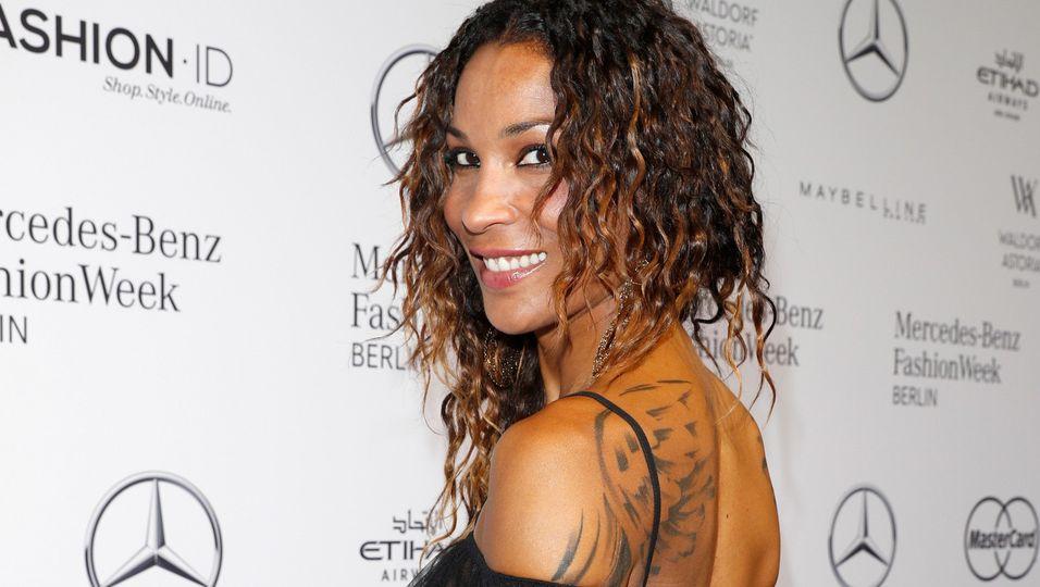 Das traurige Geheimnis hinter ihrem Rücken-Tattoo