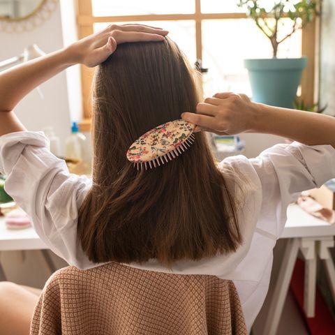 Wie man sich laut TikTok-Nutzerin richtig die Haare bürstet