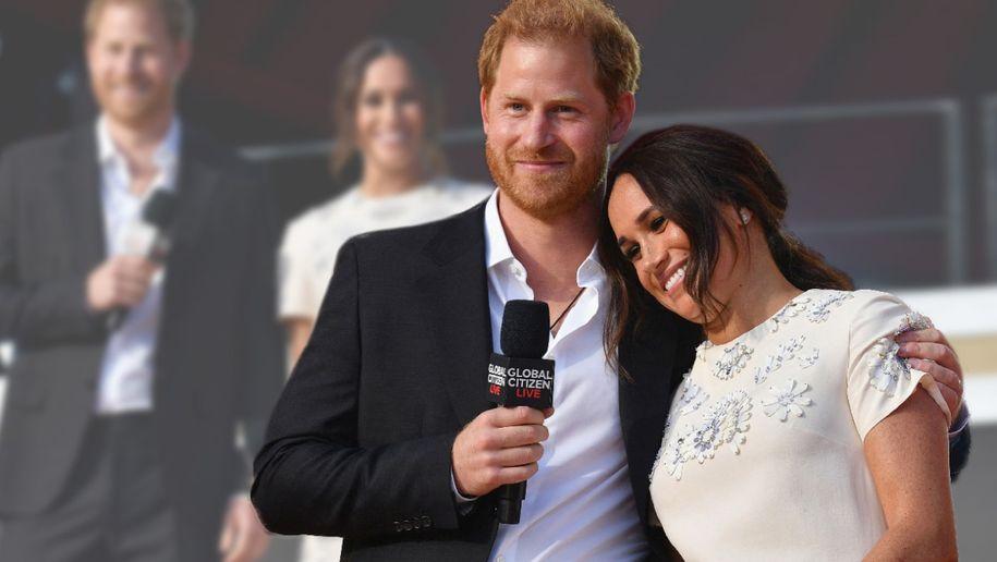 Verliebt in der Öffentlichkeit - und in diesem Kleid könnte sie noch einmal heiraten!