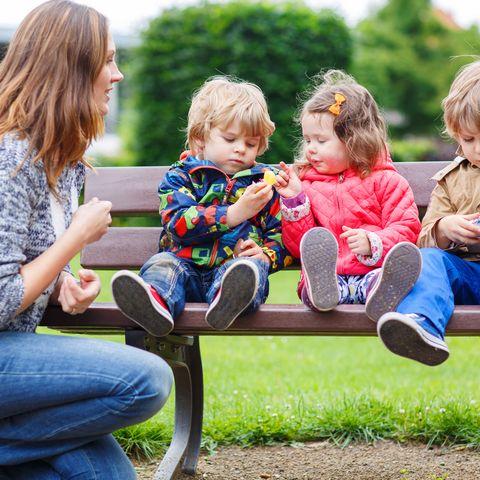 Mutter mit drei Kindern
