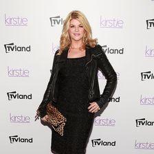 Schwarz macht bekanntlich schlank - auch wenn Kirstie das auf diesem Foto nicht nötig hat
