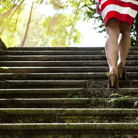 Treppen laufen, statt Aufzug fahren! Die Bewegung ist nicht nur effektiv, sondern lässt sich auch spielend in den Alltag integrieren.
