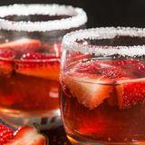 Gut gekühlt und mit frischen Früchten angesetzt: Das macht die perfekte Bowle aus.