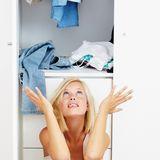 Ratlos vor dem Kleiderschrank