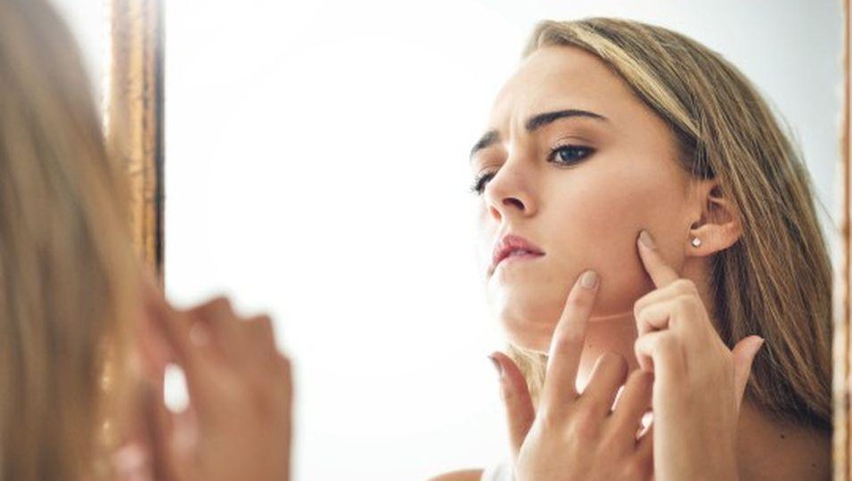 Dieses 1 Hausmittel hilft bei unreiner Haut