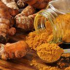Verleiht Curry seine wundervolle, goldgelbe Farbe: Kurkuma.