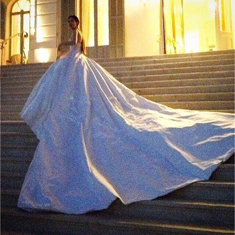 35 Meter Seide, 5 Meter Schleppe: ein Traum von einem Kleid!