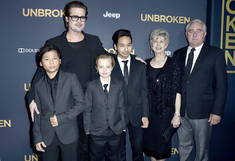 Brad Pitt, Pax, Shiloh, Maddox, Jane und Bill Pitt