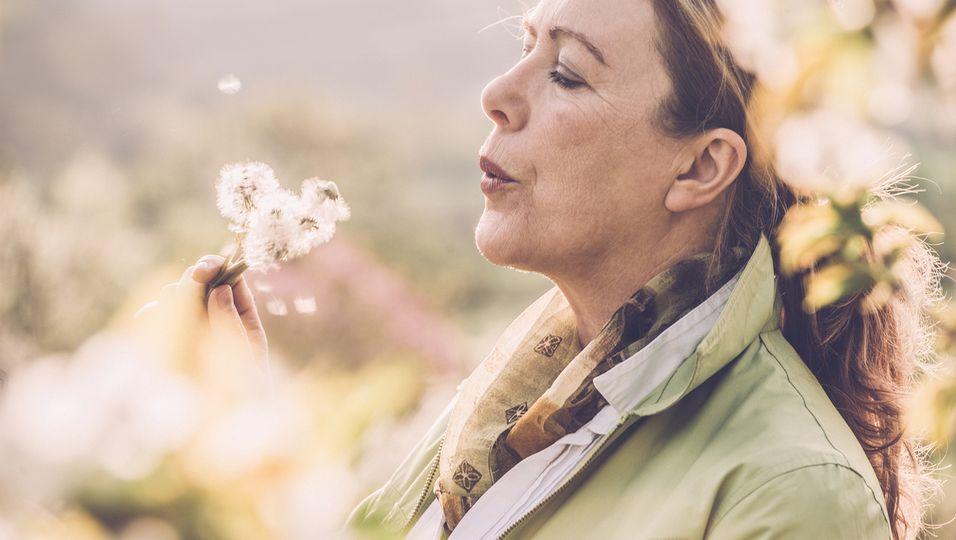 Reife Frau Allergie