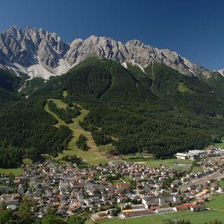 2. Sie wurde am 18. August 1985 (Sternzeichen: Löwe) in Südtirol geboren – im 3.000-Seelen-Dorf Innichen im Pustertal.