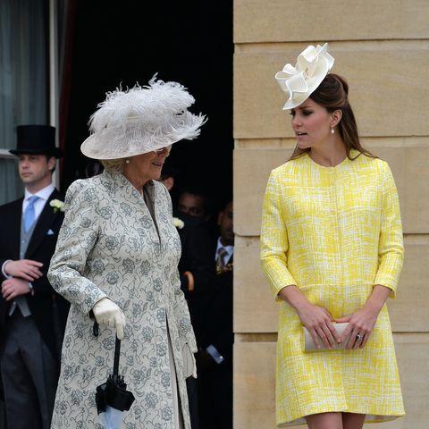 Bei der Gartenparty der Queen glänzte die Herzogin in einem A-Linien-Mantel (Emilia Wickstead, ca. 2.550 Euro). Hut: Jane Corbett