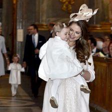 Prinzessin Madeleine von Schweden mit Leonore auf dem Arm
