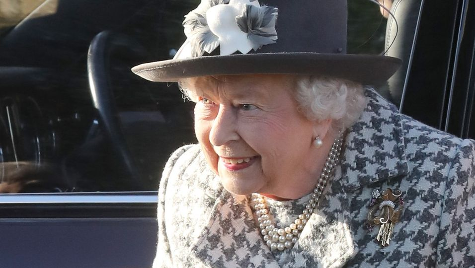 Gemeinsam mit Prinz Andrew zeigt sie sich das erste Mal seit dem Rückzug