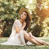 Frau mit schönem Sommerkleid