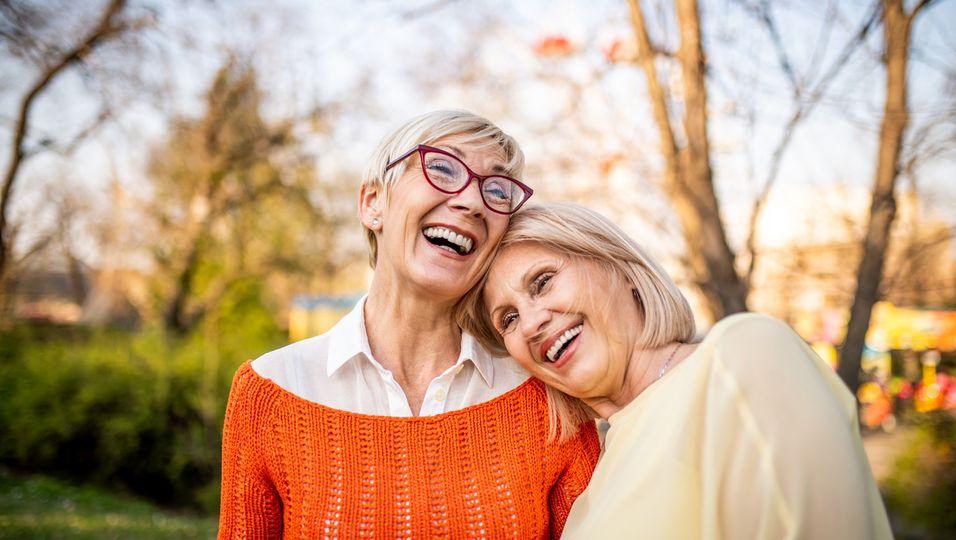 Zwei ältere Schwestern (Symbolbild)