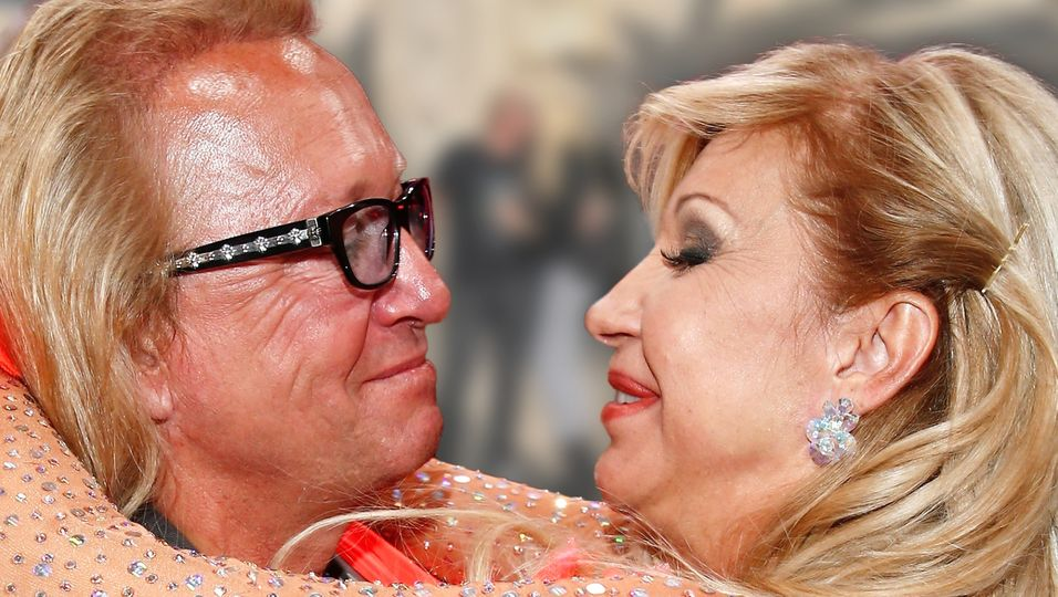 Zum Hochzeitstag bekommt seine Carmen eine seltene Liebeserklärung