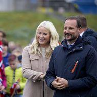 Haakon & Mette-Marit von Norwegen: Verliebte Blicke, vertraute Gesten & ganz viel Romantik! Hier fliegen die Funken