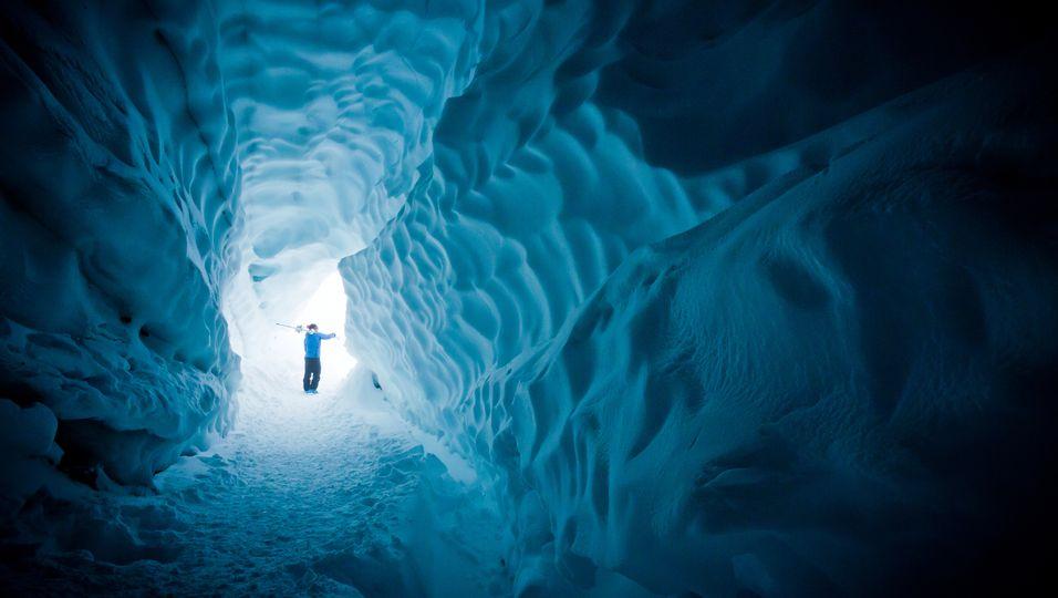 Vermisster Teenager baut Schneehöhle, um in Eiseskälte zu überleben