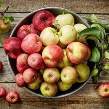 Äpfel-in-Schüssel-von-oben