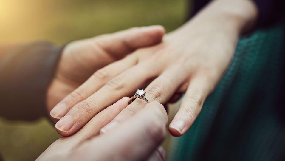 Verlobung-Ring-paar