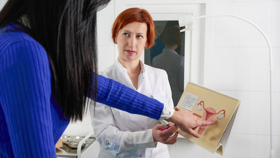 Frau beim Gynäkologen