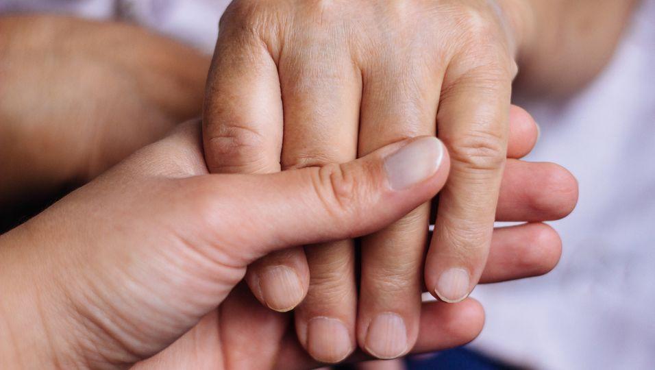 26-Jähriger rettet durch Organspende das Leben seines Vaters. (Symbolbild)