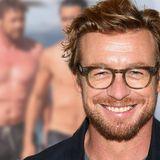 """""""The Mentalist""""-Star Simon Baker: Entspannt & braungebrannt am Strand: Er zeigt sich mit Sohn Claude (22)"""