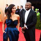Kim Kardashian & Kanye West: Im Hochzeitsoutfit! Sie hatte einen spektakulären Auftritt bei seinem Album-Event